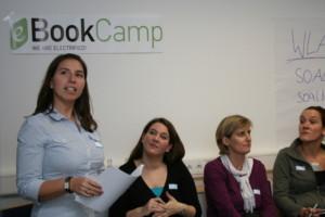 Cigdem Aker (Mitglied JVM) bei ihrem Vortrag zum eBook-Programm der ZEIT © Kai Mühleck